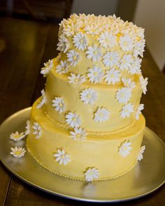 Image from http://meandmine.squarespace.com/picture/209%20daisy%20cake%20small.jpg?pictureId=1891225.