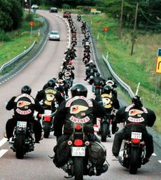 hells angels pictures - This was taken after they were leaving your house… Biker Clubs, Motorcycle Clubs, Bagger Motorcycle, Hells Angels, Harley Bikes, Harley Davidson Motorcycles, Chevy Impala, Harley France, Outlaws Mc