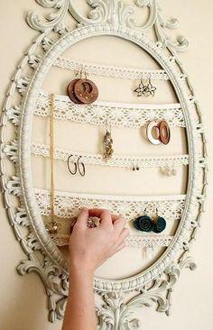Come mettere in ordine orecchini, collane e bracciali