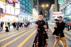 Lembram que em dezembro as ruas de Hong Kong foram palco da nossa edição de dezembro? Agora elas viraram cenário para a @lancaperfume clicar a sua campanha de inverno 2017! A coleção foi inspirada na deusa Xi Wang Mu a Rainha Mãe do Ocidente símbolo da vida e da imortalidade na mitologia chinesa.  via ELLE BRASIL MAGAZINE OFFICIAL INSTAGRAM - Fashion Campaigns  Haute Couture  Advertising  Editorial Photography  Magazine Cover Designs  Supermodels  Runway Models