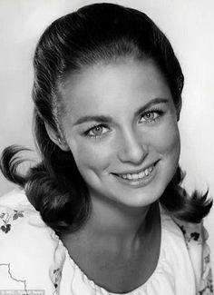 1942 - 2016 Charmian Carr, played Liesl von Trapp in the film Sound of Music.