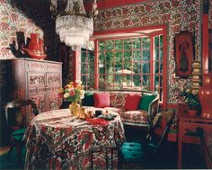 """DESIGNER HUTTON WILKINSON, TONY DUQUETTE INC., DECORATED THIS SMALL BREAKFAST ROOM USING PRINTED INDIAN BEDSPREADS, UPHOLSTERING THE WALLS """"ARCHITECTURALY"""" BY USING THE FABRICS BORDERS TO CREATE PANELING."""