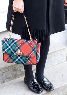 Overknee / The Dashing Rider wears BB Dakota Black Coat, Zara Shorts, Acne Canada Scarf, Pretty Ballerinas Loafers, Zara Grey Knit and Vivienne Westwood Tartan Bag. More on: www.thedashingrider.com