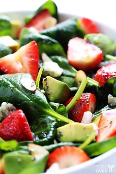 Avocado Strawberry Spinach Salad Recipe | http://gimmesomeoven.com http://www.gimmesomeoven.com/avocado-strawberry-spinach-salad-with-poppyseed-dressing/