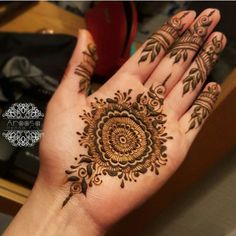 What the In-Crowd Won't Tell You About Arabic Indian Henna Mehndi Design Palm Henna Designs, Round Mehndi Design, Unique Mehndi Designs, Mehndi Design Images, Beautiful Mehndi Design, Latest Mehndi Designs, Bridal Mehndi Designs, Mehndi Designs For Hands, Henna Tattoo Designs