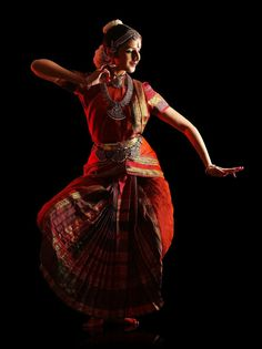 Lavanya Ananth's Bharatanatyam performance at the University of California,IRVINE Folk Dance, Dance Art, La Bayadere, Indian Classical Dance, Dance Paintings, India Culture, India Art, Dance Poses, Dance Pictures