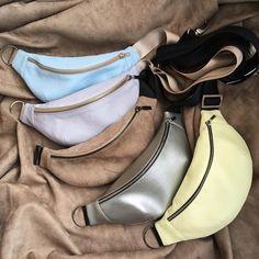 Как вы думаете, какая мне больше нравится? Правильно! Все!))) А вам? _______________ В каждой сумке 2 отделения, на задней стороне карман… Leather Belt Bag, Handmade Handbags, Fashion Bags, Shoe Bag, Ideas, Tire Chairs, Mens Holdall Bag, Clothing Sets, Beach Playsuit