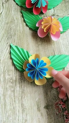 Handmade Origami Butterfly Process Video Tutorial - My best diy and crafts list Paper Flowers Craft, Paper Crafts Origami, Diy Origami, Flower Crafts, Diy Flowers, Oragami, Handmade Paper Craft, Flowers With Paper, Paper Flowers How To Make