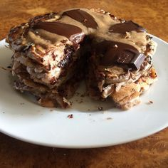 HELLO BEAUTIFUL  The only way to christen a new tub of @meridianfoods almond butter is to slather it on a protein pancake stack. This #proteinpancakestacksunday was made using buckwheat flour @theproteinworks vanilla creme whey and cottage cheese. Topped with a chunk of dark chocolate.  After this coming week I'm going to be able to slow down and relax.... but not too much as its 5 weeks until Race Day! #protein #pancakes #leanin15 #foodporn #breakfastclub #breakfastporn #breakfast #brunch…