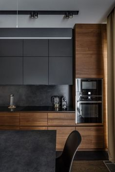 The 50 BEST BLACK KITCHENS - kitchen trends you need to see. It is no secret, in the design world, that dark kitchens are all the rage right now! Black kitchens have been popping up left and right and we are all for it, well I am anyways! Small Modern Kitchens, Grey Kitchens, Luxury Kitchens, Home Kitchens, Kitchen Grey, Kitchen Small, Kitchen Wood, Modern Ovens, Kitchen Island