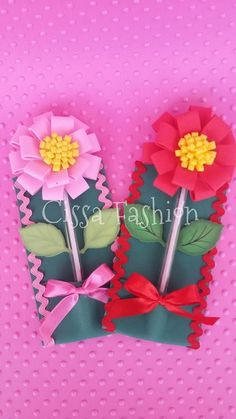 flor Felt Flowers, Fabric Flowers, Paper Flowers, Foam Crafts, Diy And Crafts, Paper Crafts, Pen Toppers, Flower Pens, Mothers Day Crafts