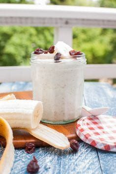 Overnight Oats: Grundrezept (Haferbrei ohne Kochen) Overnight Oats: Basic recipe (porridge without cooking) Clean Recipes, Gourmet Recipes, Chia Overnight Oats, Overnight Porridge, Yummy Smoothie Recipes, Healthy Snacks, Healthy Recipes, Eat Smart, Superfood