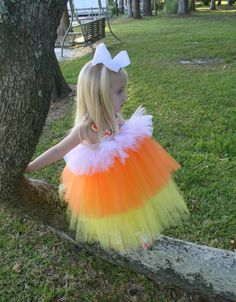 The cutest candy corn costume :) Sibling Halloween Costumes, Creative Halloween Costumes, Halloween Crafts, Burlap Halloween, Halloween Candy, Holidays Halloween, Candy Corn Costume, Candy Costumes, Baby Candy