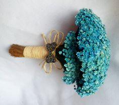 .  Buquê de flores Sempre Vivas secas.  Acabamento em palha.  Temos várias cores:azul turqueza,amarelo,rosa,rosa chá, pink,azul palha,bege,lilás,roxo etc R$ 160,00