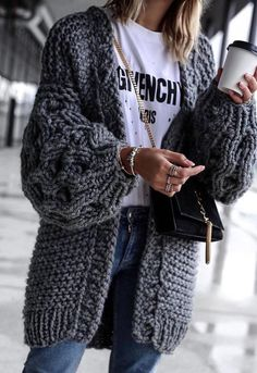 outfit | style | fashion | inspiration | look | details | winter | knitwear | grey | oversized | slogan tee | jewelry | picture by pretty wife |