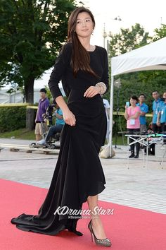 jun+ji+hyun | Gorgeous Jun Ji Hyun at The Red Carpet for 17th Puchon International ...