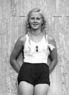 WW 2 / Photo x / Picture German Deutsche Girl Sporty Fit League German Women, German Girls, Leni Riefenstahl, Ww2 Women, Ww2 Pictures, Ww2 Photos, Photographs, The Third Reich, Military History