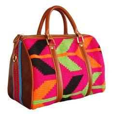 Colección primavera - verano 2012  Divina Castidad Handbags  Baúl mediano con tejido wayuu y cuero!!!