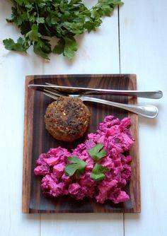 Cremet rødbedesalat med kyllingehakkebøffer – MadforLivet.com Healthy Recepies, Lchf, Superfood, Food Inspiration, Good Food, Vegetables, Vand, Vegetable Recipes, Healthy Food