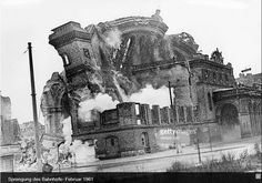 Mizan - Welcome my homepage Building On Fire, Berlin Station, West Berlin, East Germany, Cities In Europe, Historical Photos, Old Photos, Wwii, The Past