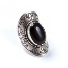 Inel argint și onix II, Sahara #metaphora #silverjewelry #tuaregjewelry #ring #onyx #sahara Look Vintage, Silver Jewelry, Gemstone Rings, Gemstones, Metal, Jewellery, Jewels, Gems, Silver Jewellery