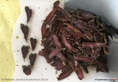 Home-made biltong recipe Beef Jerky, Venison, Buttermilk Rusks, Jerky Recipes, Braai Recipes, Paleo Recipes, The Ostrich, Biltong, Types Of Meat