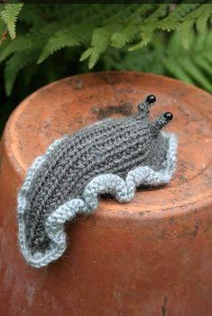 Crochet Amigurumi, Amigurumi Patterns, Crochet Dolls, Knitting Patterns, Crochet Patterns, Cute Crochet, Crochet Crafts, Yarn Crafts, Knit Crochet