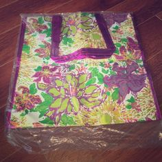 """NWT: Lilly Pulitzer shopping tote New with tags, This is a 16"""" by 16"""" shopping tote with handles by Lilly Pulitzer. On the sides it says """"Lilly Pulitzer"""". If you have any questions please ask! Lilly Pulitzer Bags Totes"""