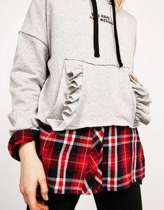 Bershka United Kingdom - Hooded sweatshirt with flounces, pocket and text