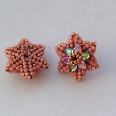 I'm so in love with these #postearrings . #seedbeads #beads #beaded #beading #bead #flowers #flower #dragonscalebeads #delicabeads #miyuki #peach #handmade , @delicas