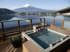 Gaze out at Mt. Fuji (Fujisan) from the open air bath. This is the most luxurious part of a trip to Japan. 105 min by bus from Shinjuku Sta. Japanese Hot Springs, Bali, Open Air, Hakone, Relaxing Places, Mount Fuji, Japan Travel, Japan Trip, Japan Japan