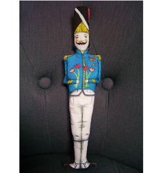 """Le """"petit soldat de plomb"""" dessiné aux feutres textiles, doudou, poupée, déco - un radis m'a dit - : Jeux, jouets par un-radis-m-a-dit  https://www.facebook.com/clairefabrications"""