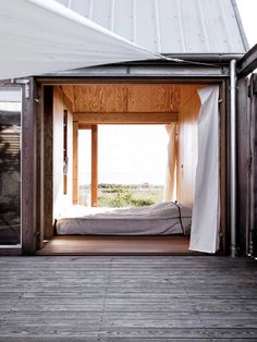 Architecture inspiration for the modern cabin. Interior Exterior, Interior Architecture, Beautiful Space, Beautiful Homes, Outdoor Spaces, Outdoor Living, Indoor Outdoor, Outdoor Bedroom, Haus Am See