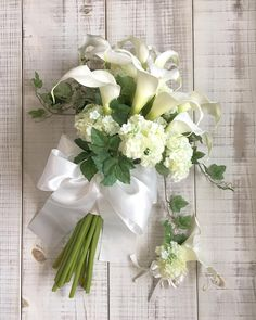 Love the calla lily Lilly Bouquet Wedding, Summer Wedding Bouquets, Wedding Hair Flowers, Bride Bouquets, Bridal Flowers, Floral Wedding, Calla Lillies Bouquet, Calla Lily Flowers, Rose Bouquet