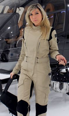 WOMEN - The Rotor flight suit was specifically adapted to the female figure. Its design and ergonomic cut translate to style and greater comfort for the wearer. Mens Sweat Suits, Survival Clothing, Female Pilot, Snow Outfit, Suit Pattern, Costume Design, Jumpsuits For Women, Work Wear, One Piece