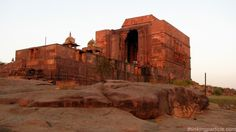 Another magnificent monument which you can travel near Bhopal is Siva temple of Bhojpur which is not only luring pilgrims for the reverence it exhibits but also interests those with a bit of inclination in archeology and history.