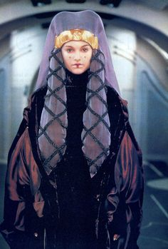 Star Wars: Fit for a Queen Princesse Amidala, Reina Amidala, Film Star Wars, Star Wars Art, Star Wars Pictures, Star Wars Images, Queen Amidala Costume, Star Wars Padme, Star Wars Shoes