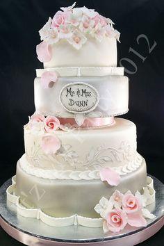 Mr. & Mrs. Wedding | Mr. & Mrs. Dunn Wedding Cake