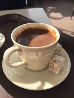 Lots Of Coffee Facts Tips And Tricks 5 – Coffee Aesthetic Coffee, Aesthetic Food, Coffee Cafe, Coffee Drinks, Coffee Tables, Coffee Break, Morning Coffee, Café Chocolate, Coffee Facts