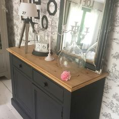 Furniture repainted in matt black. Chalk Paint Projects, Diy Furniture Projects, Upcycled Furniture, Furniture Making, Painted Furniture, Home Furniture, Black Furniture, Diy Entryway Table, Corner Cupboard