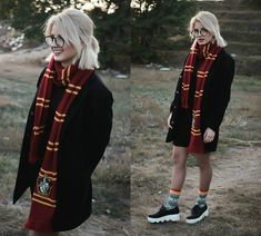 Harry Potter Mode, Fantasia Harry Potter, Harry Potter Scarf, Harry Potter Cosplay, Harry Potter Style, Harry Potter Outfits, Harry Potter Theme, Harry Potter Kleidung, Clothing Studio