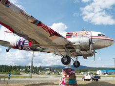 Fuente: http://makezine.com/craft/yarn_bombed_dc-3_airplane_from/
