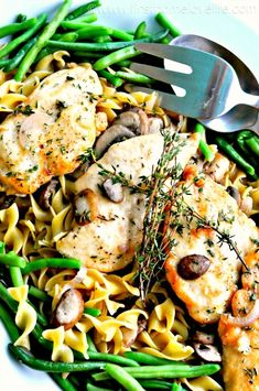Chicken Marsala - ComidaLand Me han contratado esta semana en un nuevo restaurante, me pregunto el  dueño una receta sencilla para incorporar a la carta y que tuviese el nivel de un plato de primera talla, por eso me he decidido por el Pollo Marsala, bastante rico y fácil de elaborar  Espero que os guste! @Cocinaland http://www.cocinaland.com/recipe-items/chicken-marsala/