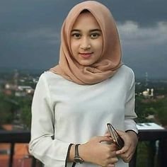 Hijabi Girl, Beautiful Women, Nice, Lady, Pretty, Girls, How To Wear, Dresses, Fashion