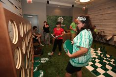 Starbucks created a mini lounge that offered fun games such as giant Connect Four and Chest as well as provided buckets full of Iceed coffee for anyone that participated.