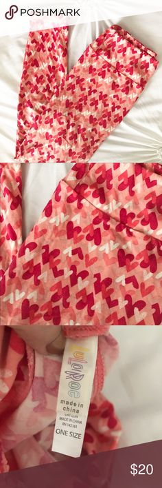 💕🦄 Lularoe Heart Pink & Red Valentine Leggings These leggings are soooo adorable and perfect for any occasion - not just Valentine's Day! The different shades of pinks and reds make them perfect for outfit pairing! Seriously fun! Worn only once - they just don't quite fit me right because I'm between OS & TC. Adorable!! LuLaRoe Pants Leggings