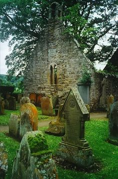 Old Cemeteries, Graveyards, Beaux Villages, Old Churches, England And Scotland, Scotland Travel, British Isles, Highlands, Abandoned Places