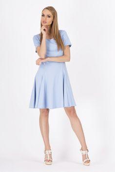 Rochie moderna, in clos, de culoare bleu - Rochie moderna, de culoare bleu. Are maneci scurte, decolteu rotund si croiala in clos. Se poate purta atat la tinute office, cat si seara, la o iesire in oras. Colectia Rochii office de la  www.rochii-ieftine.net