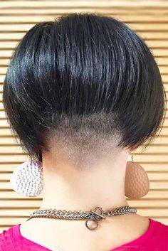 10 Barber Basics: Taper Haircut for Women - Mody Hair Teen Hairstyles, Celebrity Hairstyles, Vintage Hairstyles, Undercut Hairstyles, Beautiful Hairstyles, Low Taper Fade Haircut, Tapered Haircut For Women, Short Hair Cuts, Short Hair Styles