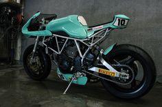 Radical! Ducati #CafeRacer ''Maradona'' #10 by Jtec Moto. Hermosa como el cielo, esta #Ducati te ofrece un diseño racing y deportivo ¿Qué te parece? www.caferacerpasion.com